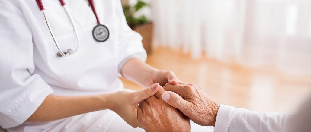 Sintomi e cause delle emorroidi: come curarle, con rimedi naturali